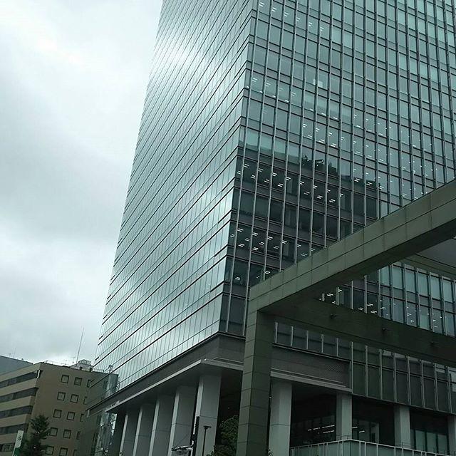 会社移転で、今日から目黒に出勤。場所が変われば、エネルギーも変わる。お洒落オフィス。さて、これからどうなるのか#目黒 #駅前 #高層ビル #流行りのオフィス